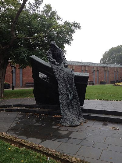 Fishermen's Memorial statue, Grimsby